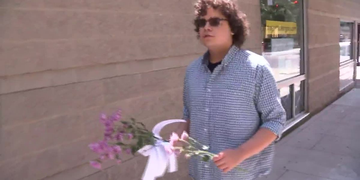Teen launches 'Flowers for Floyd' campaign