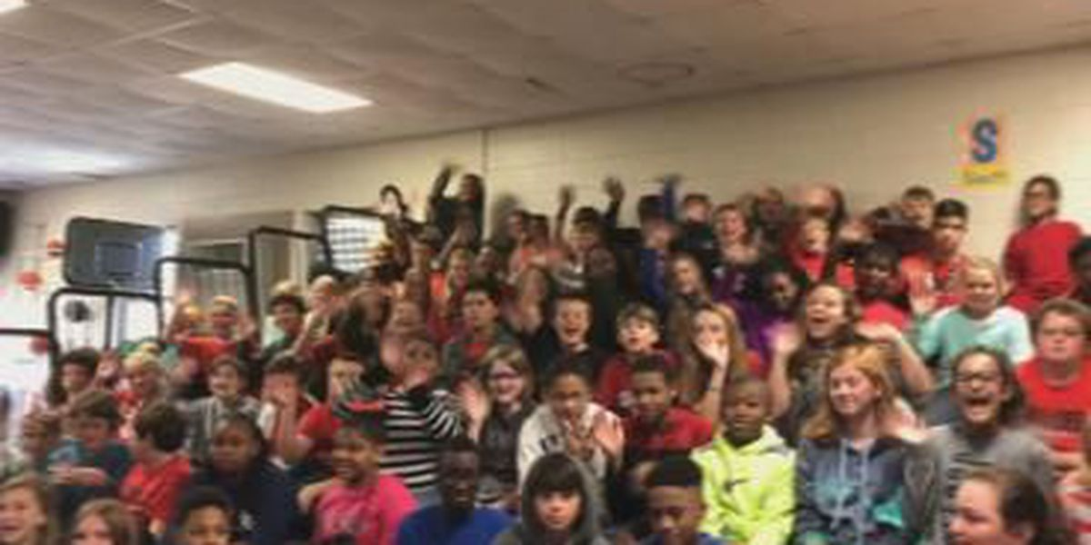 Mallory Visits the 6th Graders at West Smiths Station!