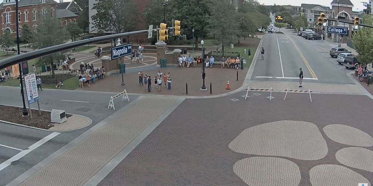 TRAFFIC ALERT: Toomer's Corner in Auburn closing for parade