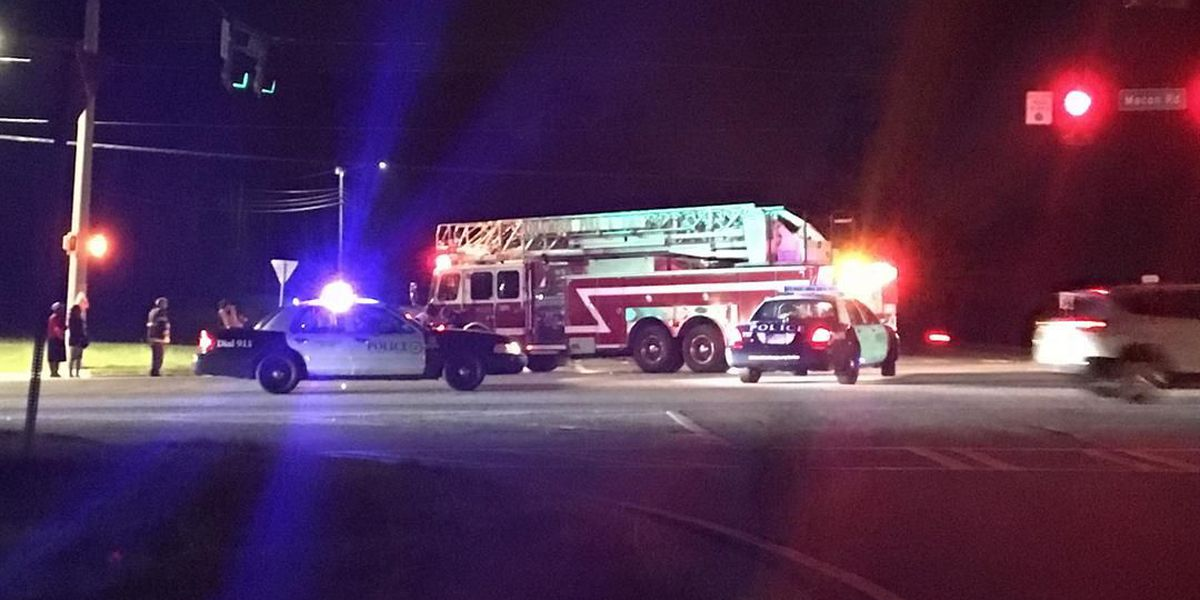 TRAFFIC ALERT: Traffic blocked on Macon Road southbound following 2 car accident
