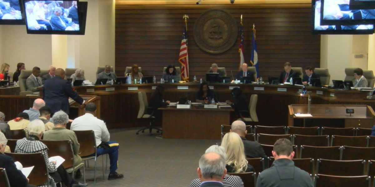 Public pool repairs, alcohol sales discussed at Columbus City Council meeting