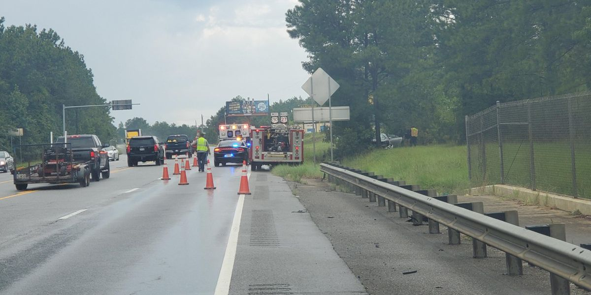 Motor vehicle accident closes one lane in Cusseta