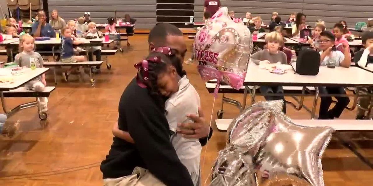 Soldier surprises daughter at school after 3 years overseas