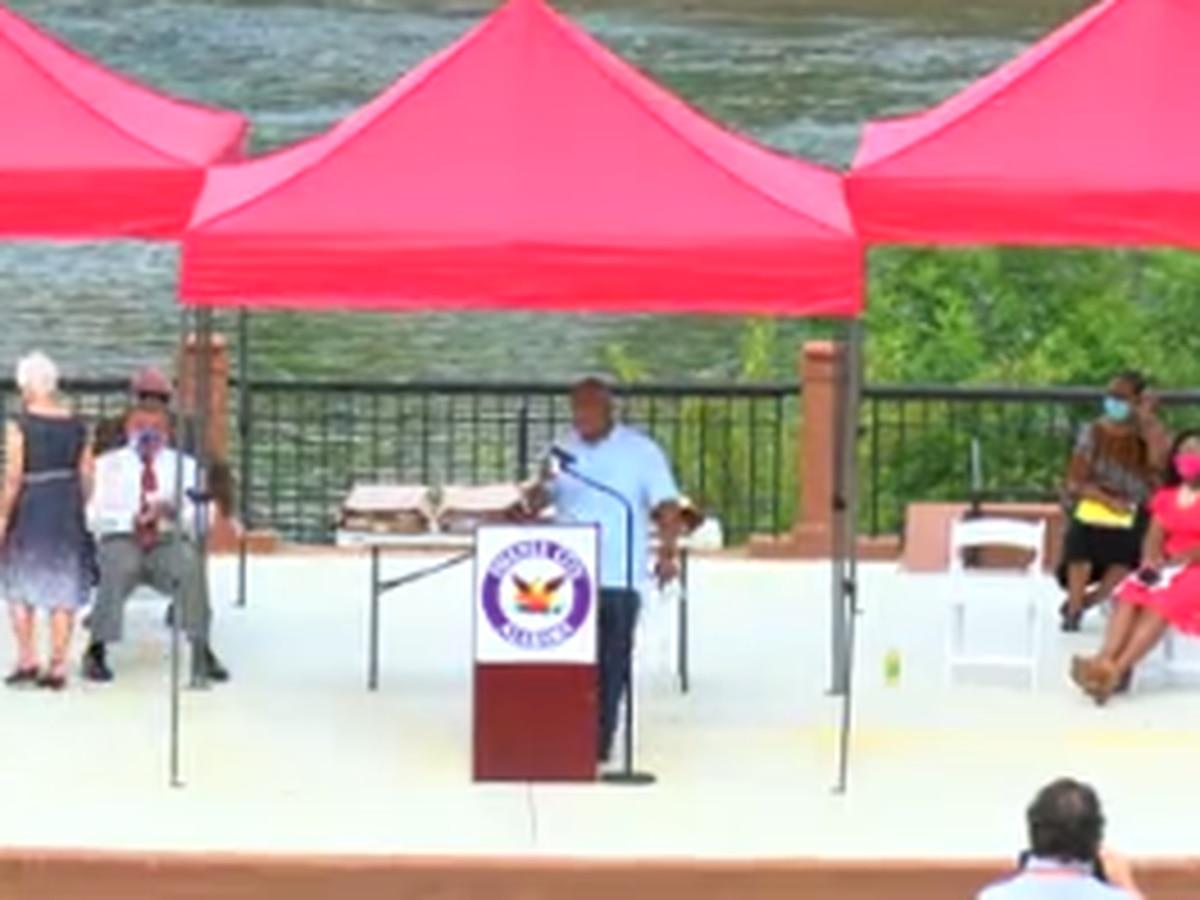 Phenix City mayor presents 52 students with scholarships