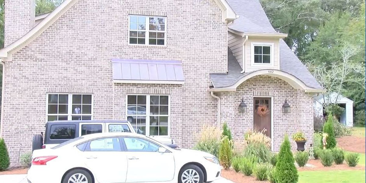 Auburn University students facing eviction appear in court