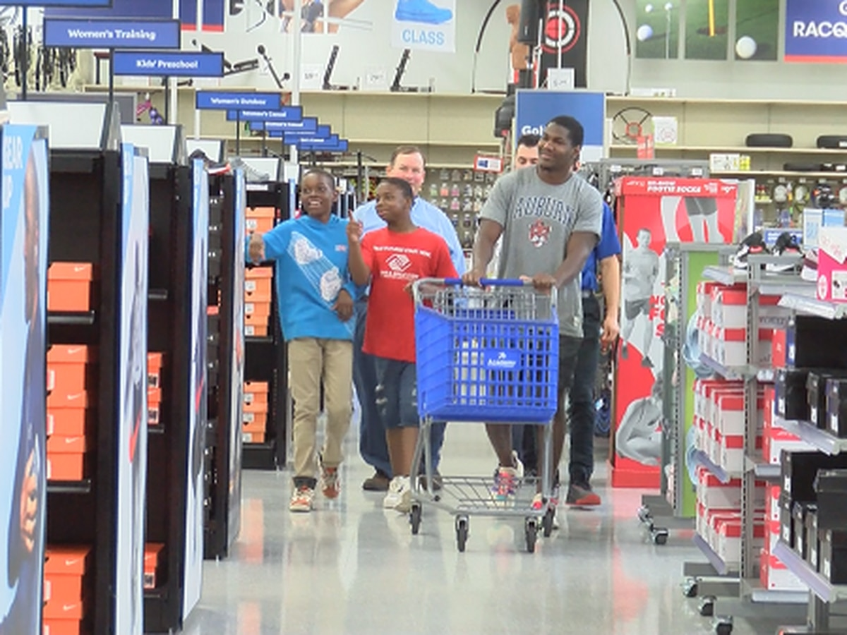Kerryon Johnson gives back with back to school shopping spree