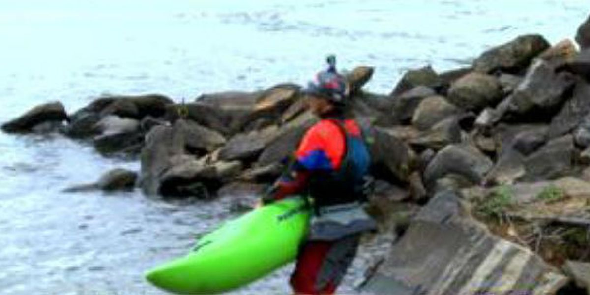 World-renowned kayaker rides the rapids in Columbus
