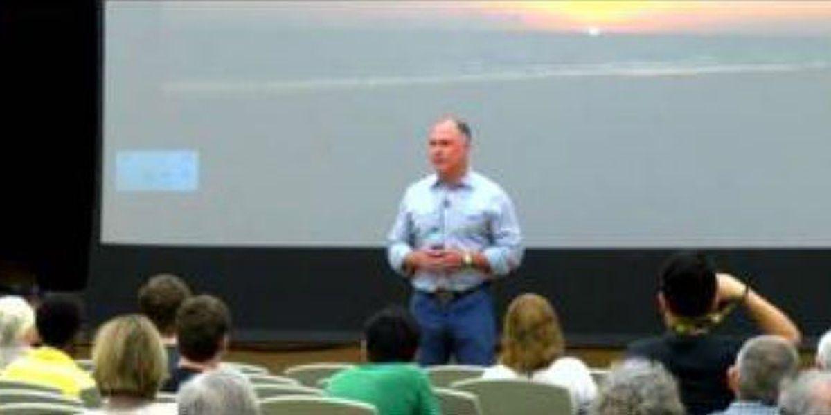Best-selling author, alum visits Auburn University