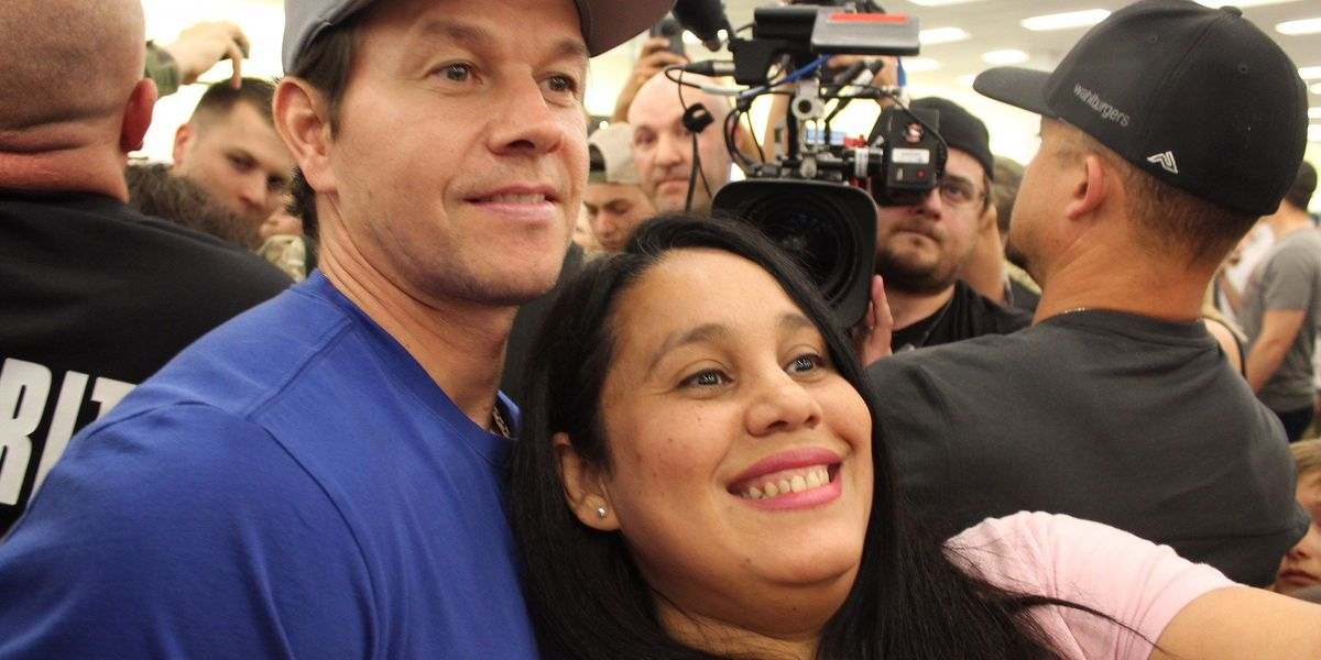 Actor Mark Wahlberg meets fans with visit to Fort Benning