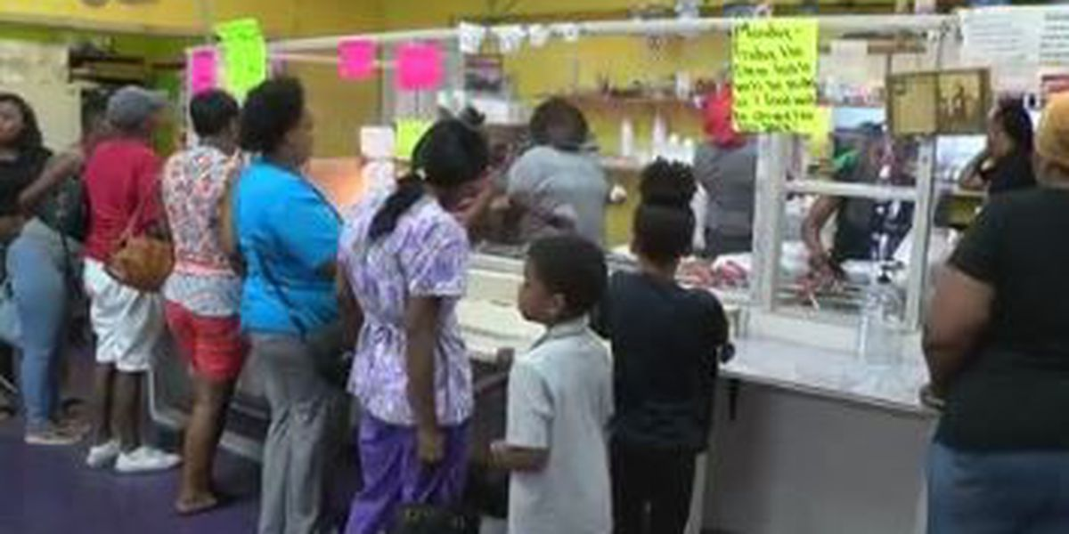 JB's Dollar Scoop giving back to the neighborhood with free food event