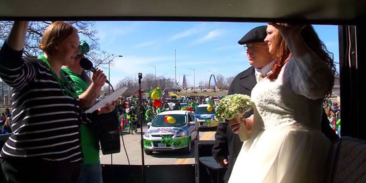 Couple gets married on St. Patrick's Day parade float