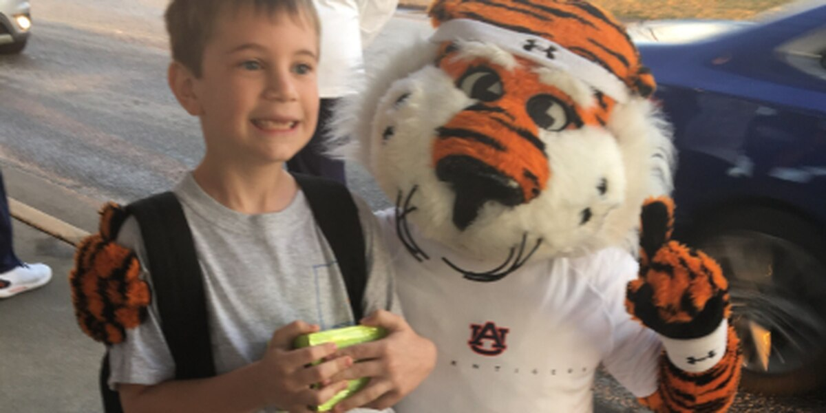 Aubie the Tiger, AU cheerleaders, basketball team welcome students back to school in Beauregard