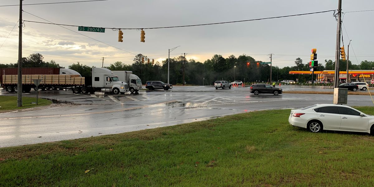 Traffic light out on Hwy. 280/431 at Summerville Rd. in Smiths Station