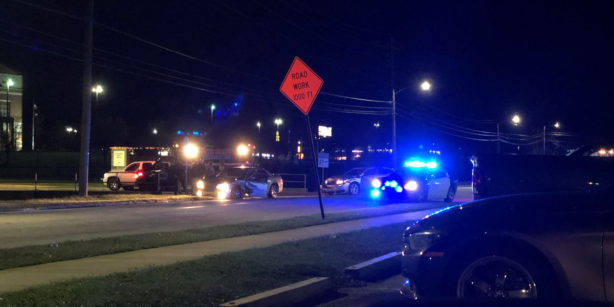 TRAFFIC ALERT: Columbus police on the scene of vehicle accident on Boxwood Blvd.