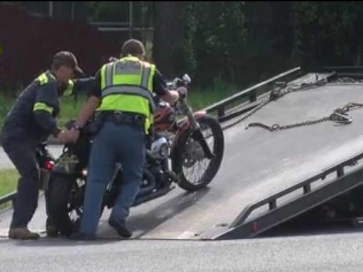 Columbus Water Works vehicle reportedly hits person on motorcycle near 2nd Ave.