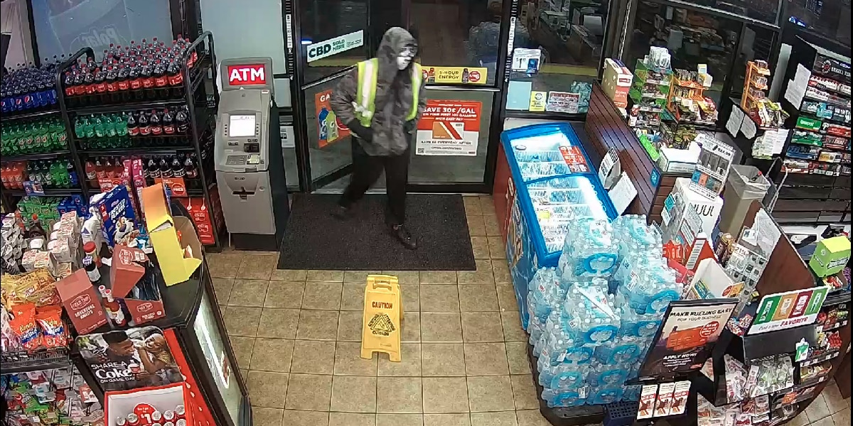 Columbus police searching for suspect in deadly armed robbery at Circle K store