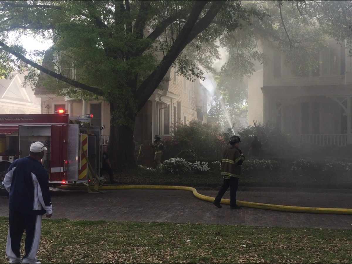 Columbus emergency crews respond to fire on Broadway