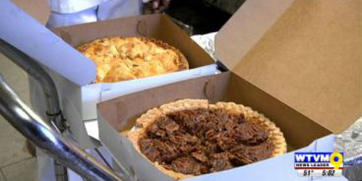 Valley Rescue Mission and other organizations serve Thanksgiving meals