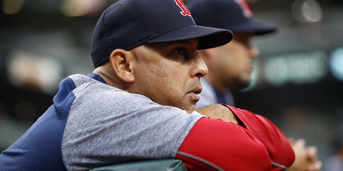 Cora gets new deal from Red Sox through 2021 season