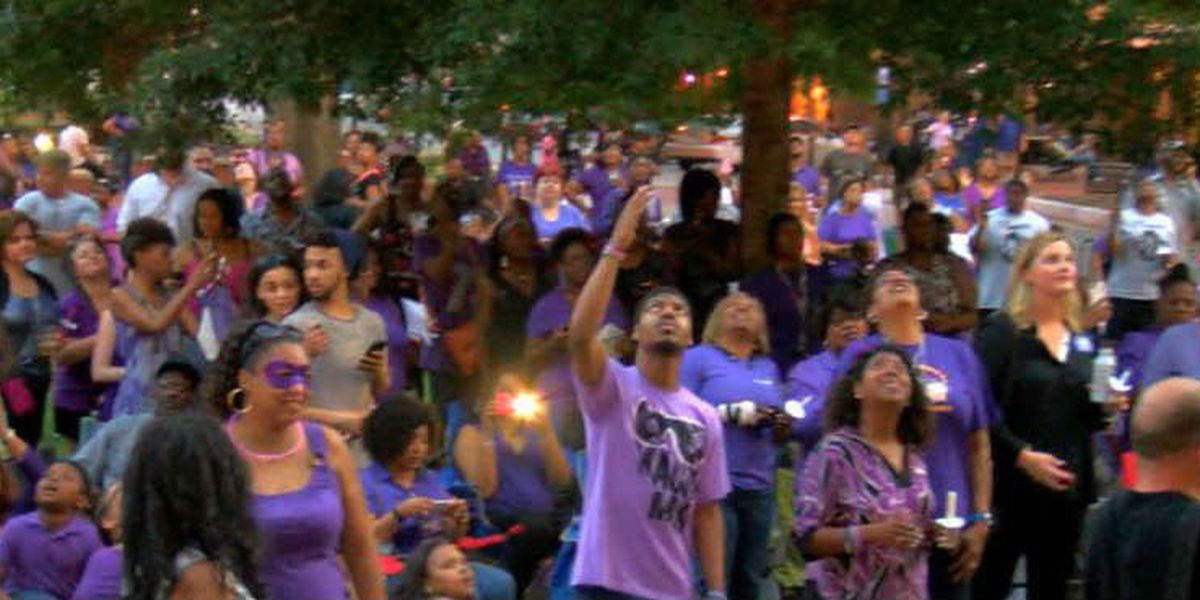 Columbus fans dress in purple to celebrate Prince's life at candlelight vigil