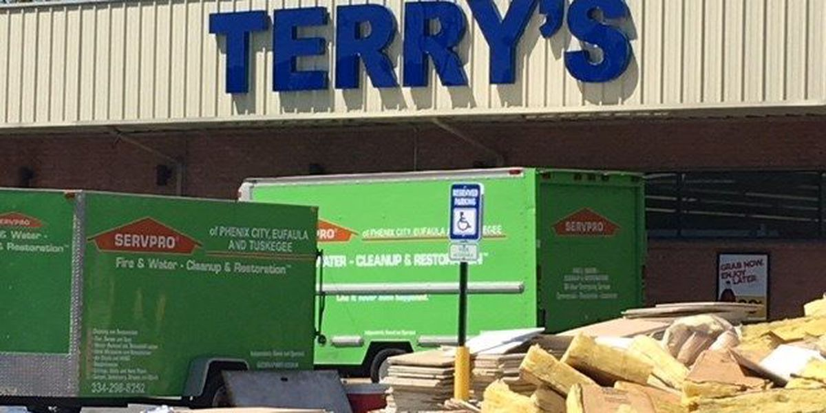 Terry's Grocery in Smiths Station closes after overnight fire