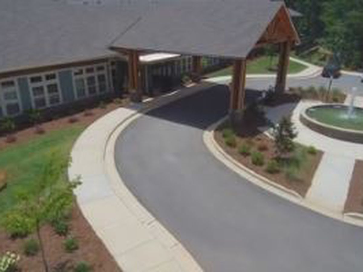 Oaks at Grove Park assisted living facility celebrates grand opening in Columbus