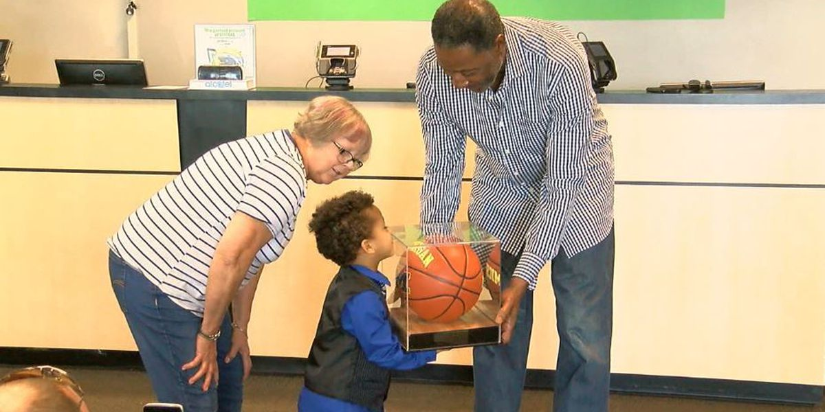 Former NBA player, Columbus native returns for Fab 5 basketball giveaway