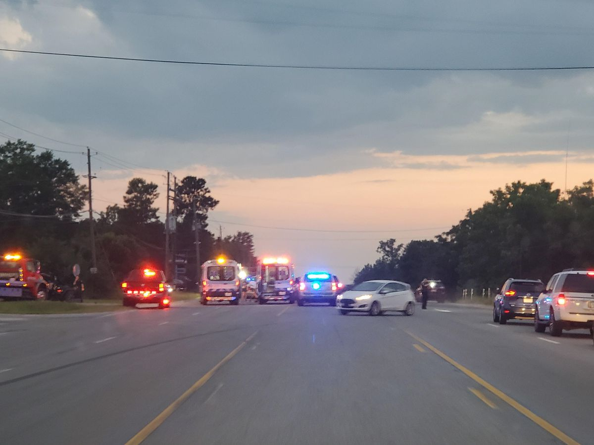 Multiple people injured in vehicle crash on Stagecoach Dr. in Phenix City
