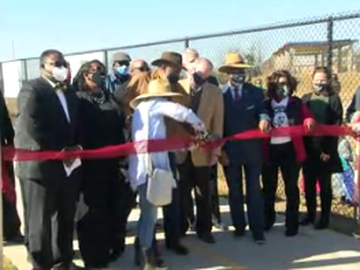 Ribbon cutting held for community garden at Davis Elementary School in Columbus