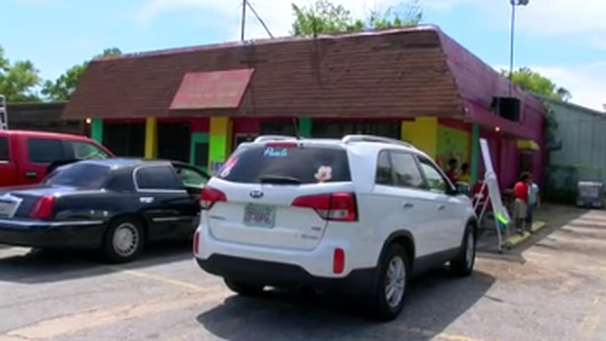 Columbus restaurant turns parking lot into drive thru to feed children during spring break
