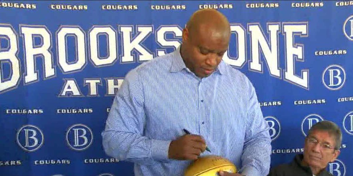Former NFL player Mack Strong visits alma mater Brookstone