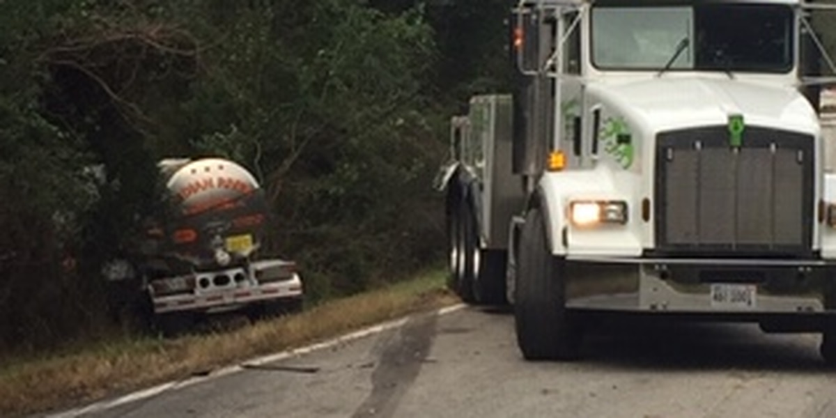ALEA working collision between two tractor-trailers in Lee Co.