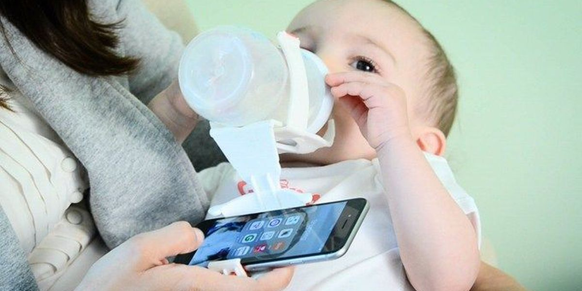 New device allows parents to hold baby, smartphone at the same time