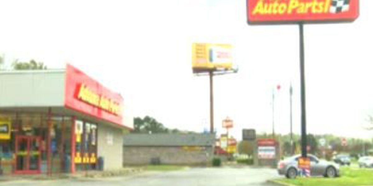 Advance Auto Parts robbed by gunman