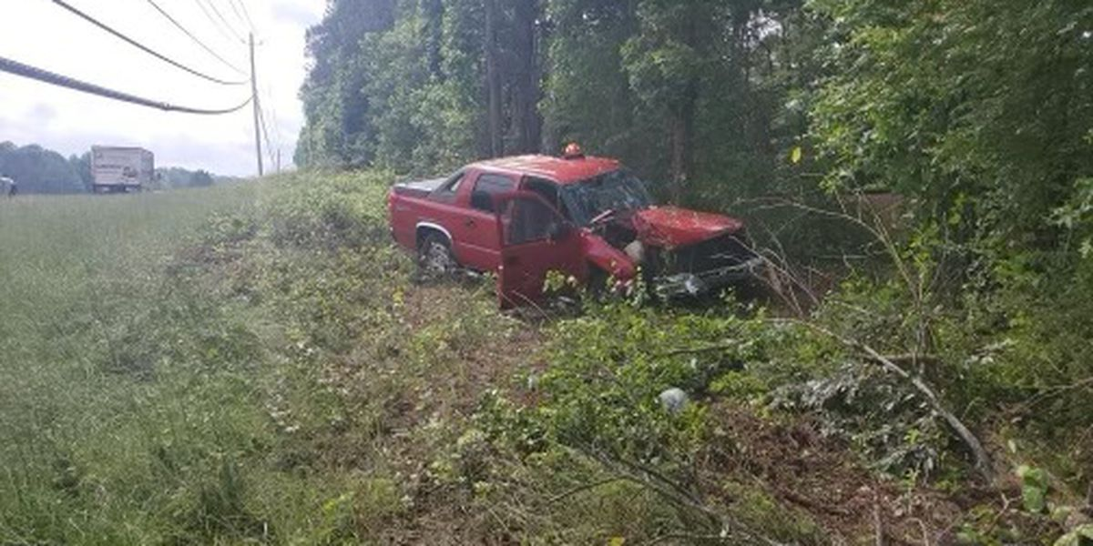 Single-vehicle crash leaves eastbound lane closed on Hwy. 280 in Lee County