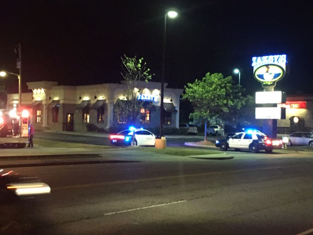 Columbus police investigating armed robbery at Zaxby's on Auburn Ave.