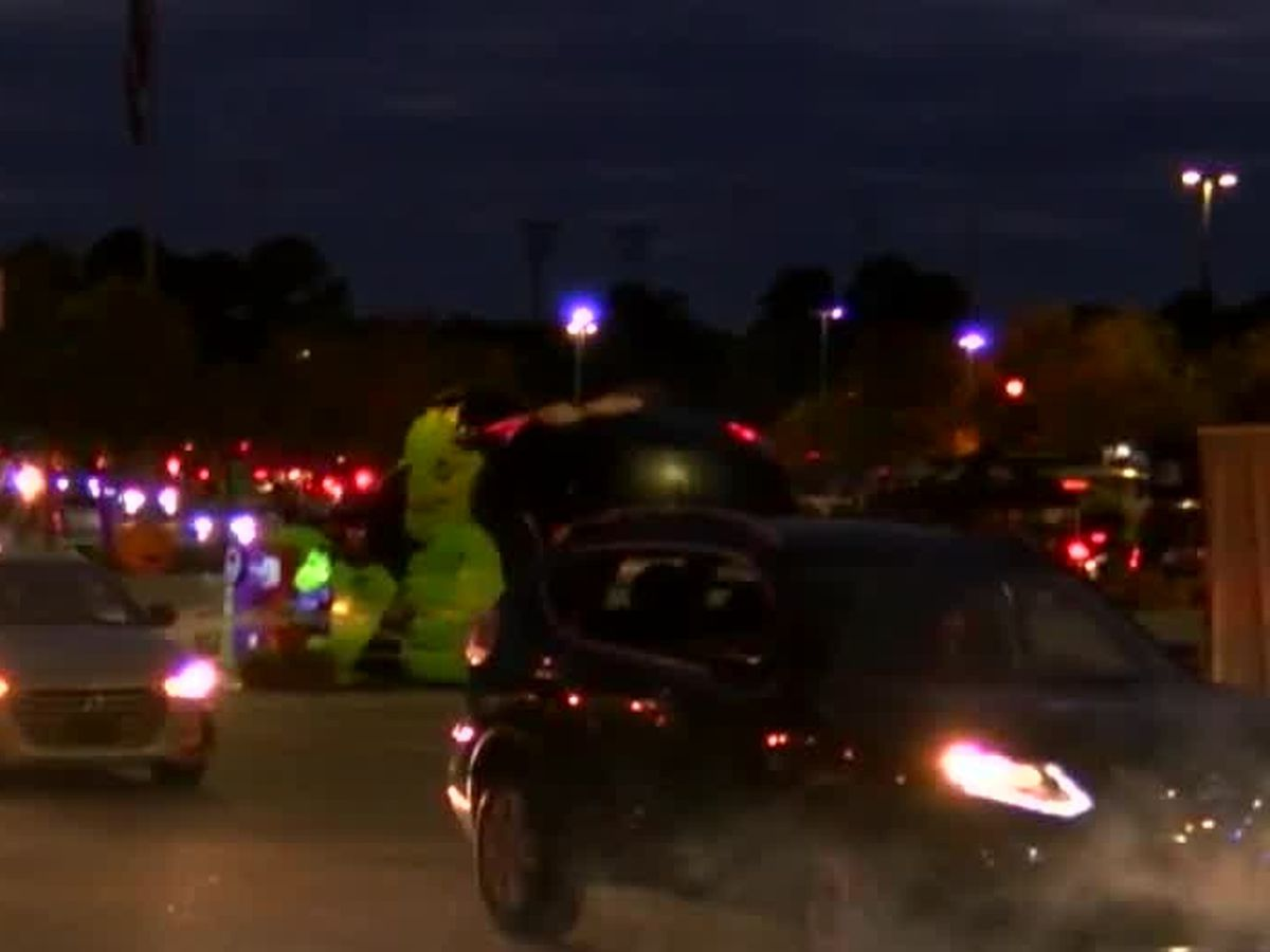 Spooktacular drive-thru Halloween event in Columbus draws hundreds of cars