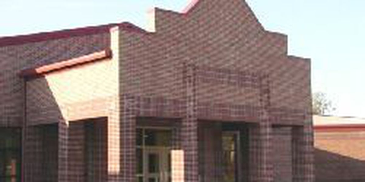 Fox Elementary School student injures hand at school Tuesday