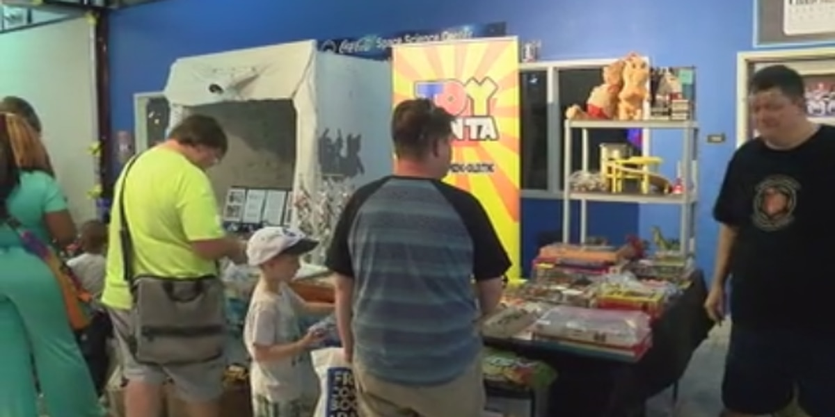 Families discover science while celebrating Sci-fi at comic book and toy show