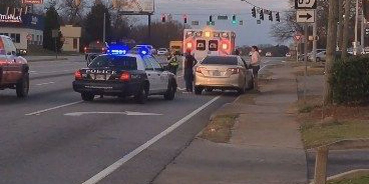 Pedestrian hit while crossing Manchester Expy. in Columbus