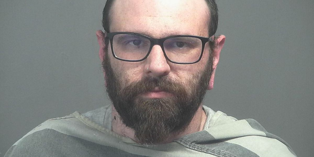 Man accused of dipping testicles in customer's salsa