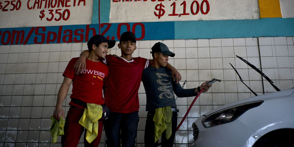 Working while they wait, migrants seek jobs at US border