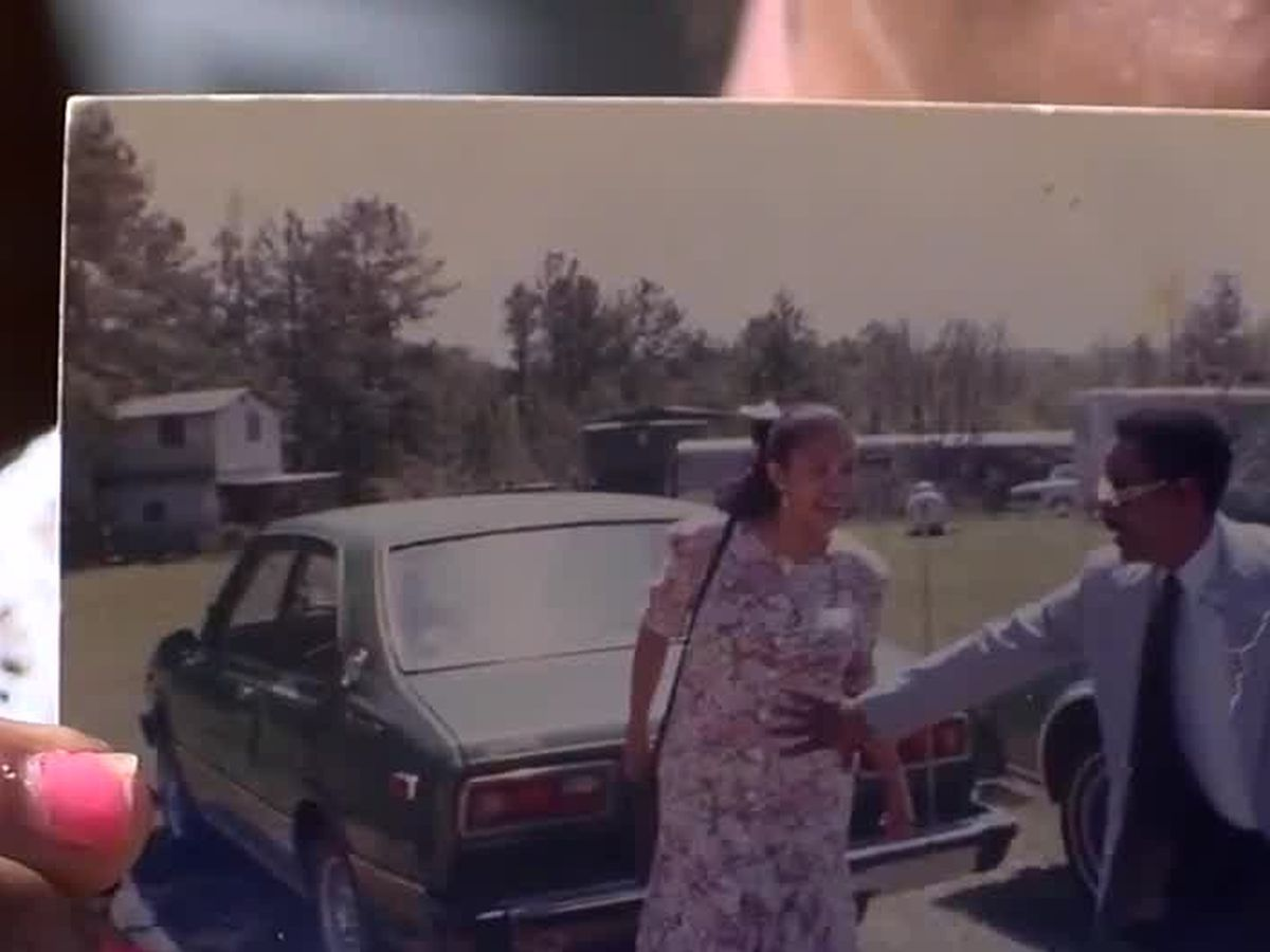 Stranger helps tornado victim reunite with lost photo