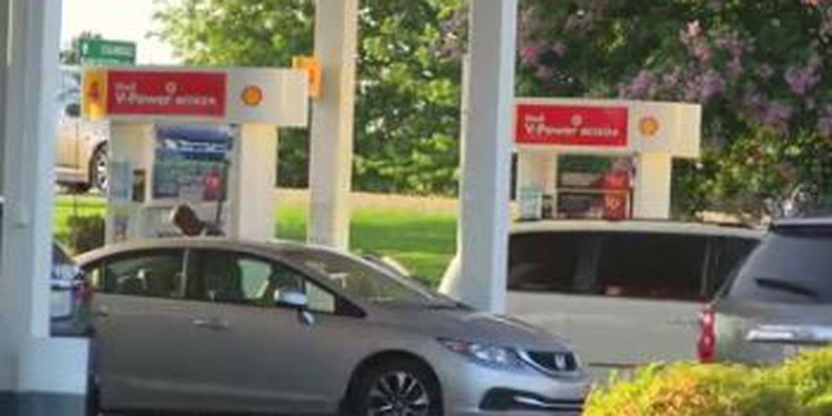 Gas prices drop ahead of Thanksgiving holiday