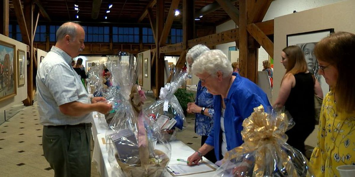 Annual bidding for Hope Harbour silent auction