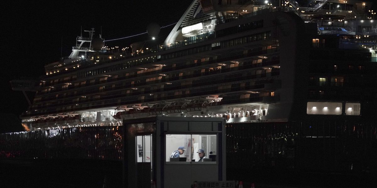 Passengers begin leaving after ship's virus quarantine ends
