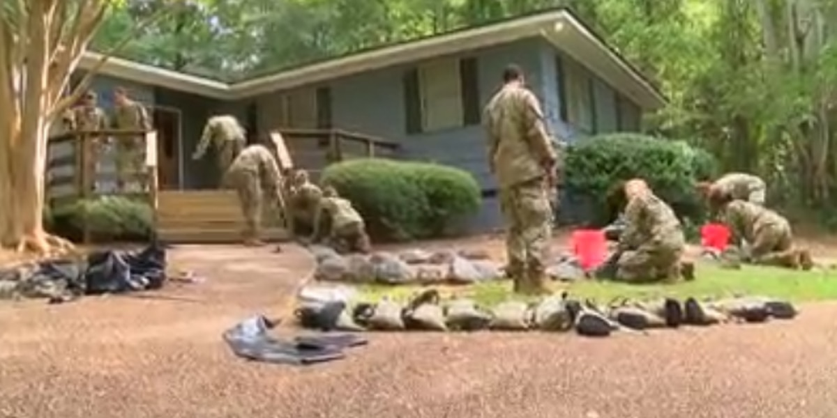 More than 100 Fort Benning soldiers beautify Columbus girls' group home