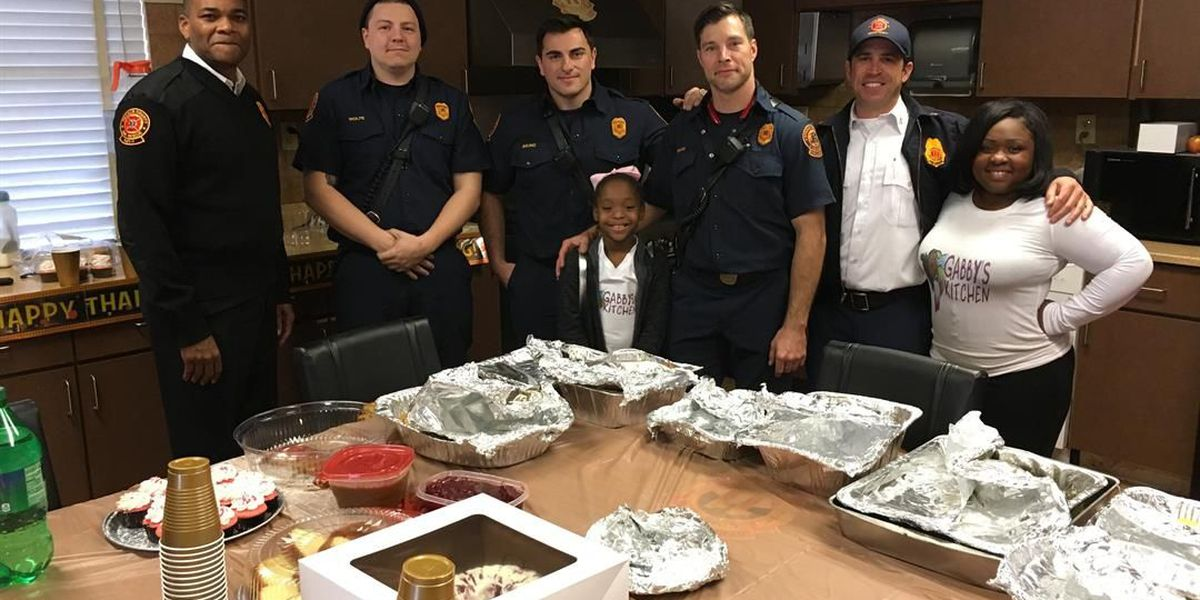 9-year-old Georgia girl spends Thanksgiving serving first responders