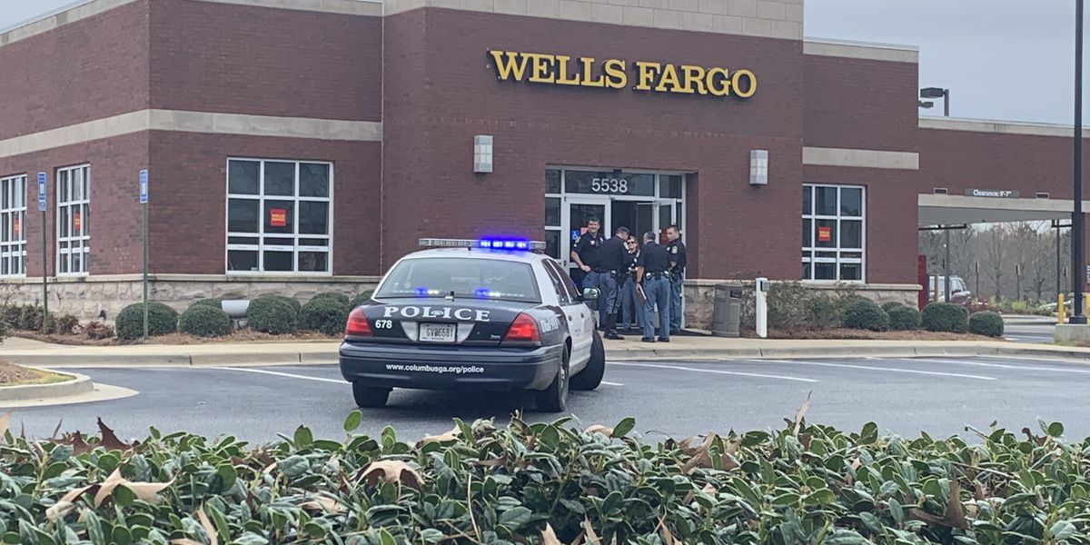 Columbus police on the scene of an armed bank robbery on Whittlesey Blvd.
