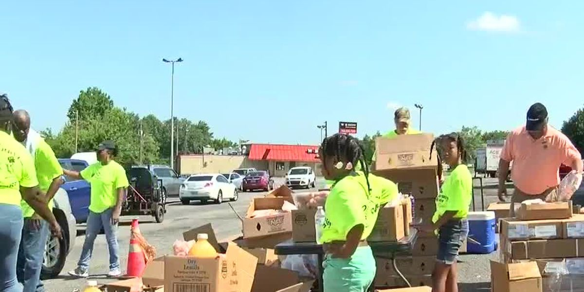 Feeding the Valley, Community Warriors give away 1K boxes of food to those in need
